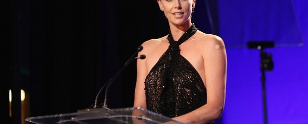 <a href=http://feeds.blogo.it/~r/tvblog/it/~3/mnO4p4IxGAM/charlize-theron-sanremo-2015 target=_blank >Charlize Theron a Sanremo 2015: dallo spot Martini all'Oscar per Monster</a>