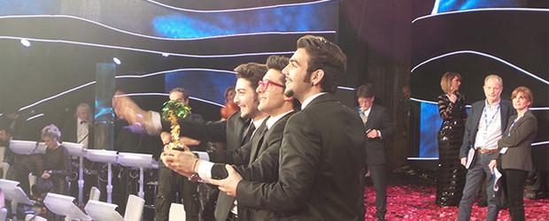 <a href=http://feeds.blogo.it/~r/tvblog/it/~3/L3P2JDPCG3c/sanremo-2015-classifica-voti-televoto target=_blank >Sanremo 2015, voti e classifiche: Il Volo vince al televoto, Malika prima per gli esperti</a>